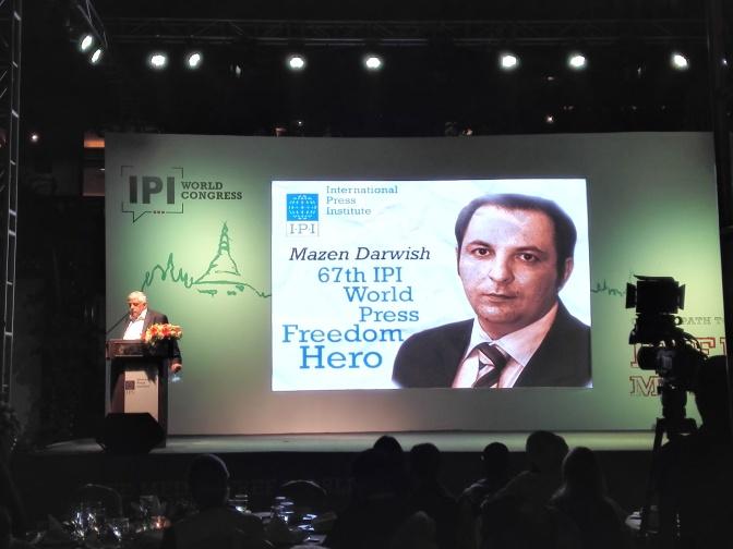 المعهد الدولي للصحافة يكرم الناشط السوري مازن درويش